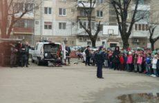 Demonstrație spectaculoasă a polițiștilor sibieni, în fața elevilor de la Școala 18