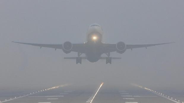 Un avion de la Londra, ce trebuia să aterizeze la Sibiu, redirecționat pe aeroportul din Cluj