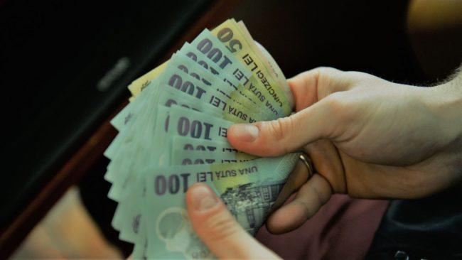 Scad salariile în România! Fiecare angajat a câștigat, în medie, cu 200 de lei mai puțin în ultima lună