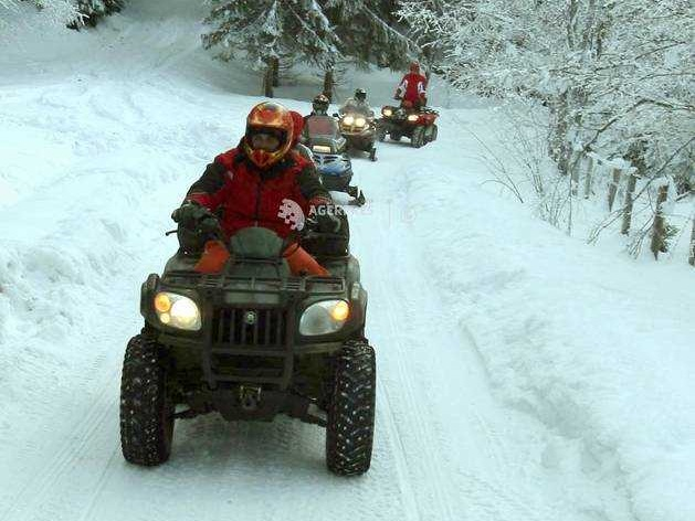 Medieșeni amendați după ce s-au dat în stambă cu ATV-urile pe o pârtie de schi