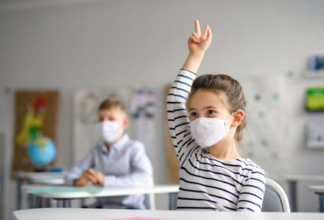 Elevii vor investiții în cabinetele școlare și mai mulți medici care să îi testeze anti-COVID-19