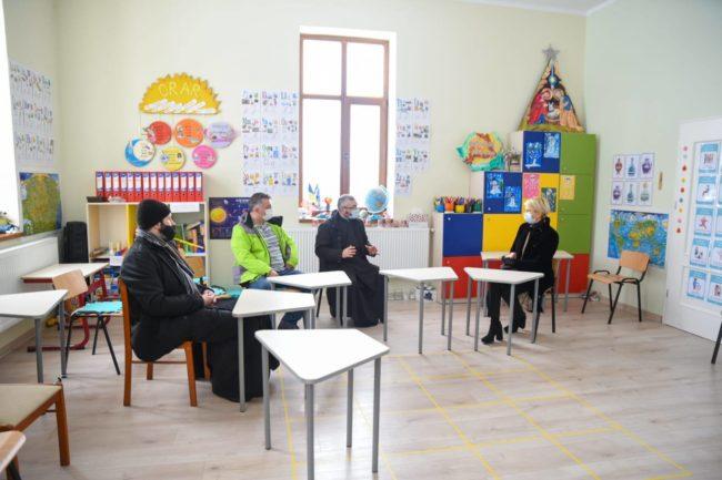 """""""Șura Culturală"""" din Gușterița, un proiect promovat de ministrul Raluca Turcan"""