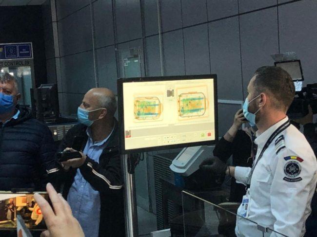 Premieră în România! Aeroportul din Cluj-Napoca are un scaner 3D care detectează obiectele din valiză
