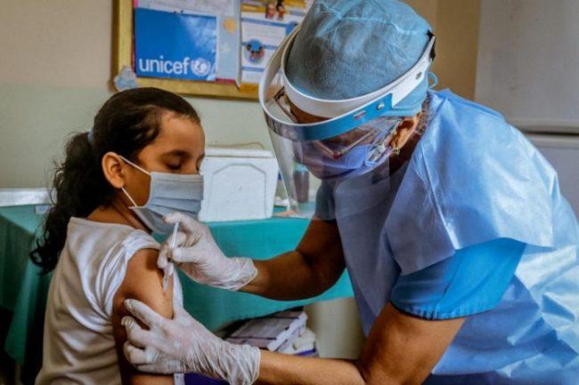 """Vaccinare anti-COVID în școli, pentru elevi. Ministrul Sănătății: """"Încurajez părinții să-și vaccineze copiii, când va fi posibil"""""""