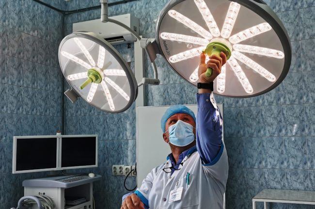 Două săli de operație de la Ortopedie au fost dotatecu lămpi scialitice, grație unei sponsorizări private