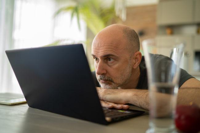 De ce se angajează mai greu cei de peste 45 de ani?
