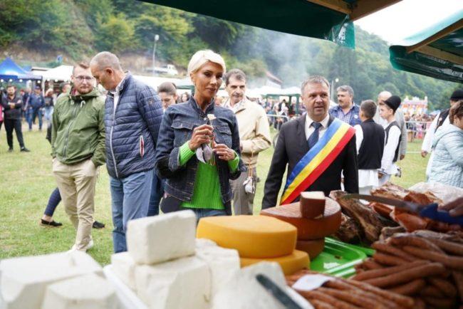 Raluca Turcan promovează Festivalul Brânzei și al Țuicii