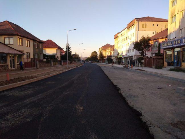 Minune! A început asfaltarea porțiunii închise din Calea Dumbrăvii